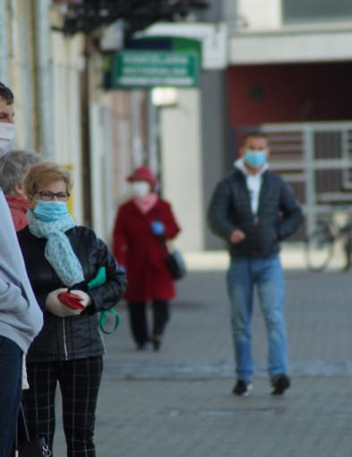 """Trzecia fala pandemii i obostrzenia na dłużej? """"To będzie nienormalny 2021 rok""""-353"""